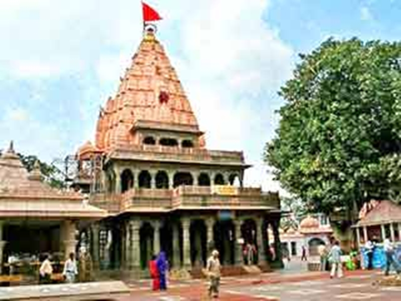 महाकाल मंदिर में करोड़ों के निर्माण कार्यों पर सवाल, बारिश में श्रद्धालु परेशान