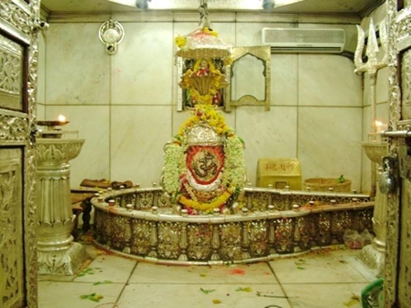 Mahakaleshwar Jyotirlinga में भक्तों को जल्द मिलेंगे पांच ग्राम चांदी के सिक्के