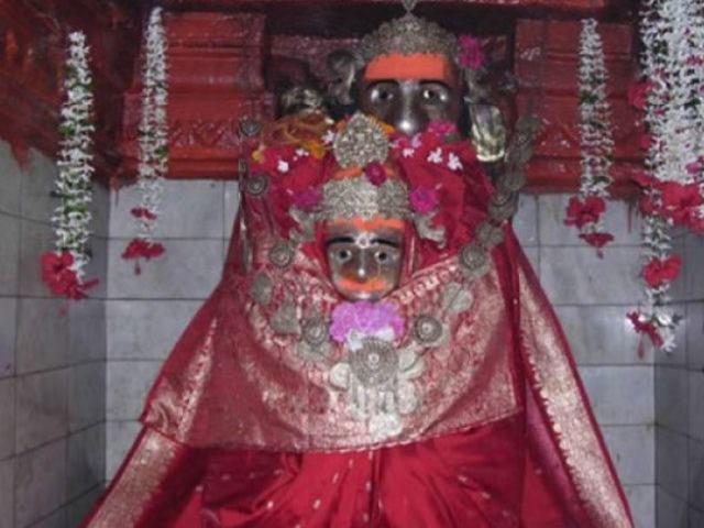 मन्नत पूरी होने पर भक्त देवी मां को चढ़ाते हैं शराब, इन वजहों से भी फेमस है ये मंदिर