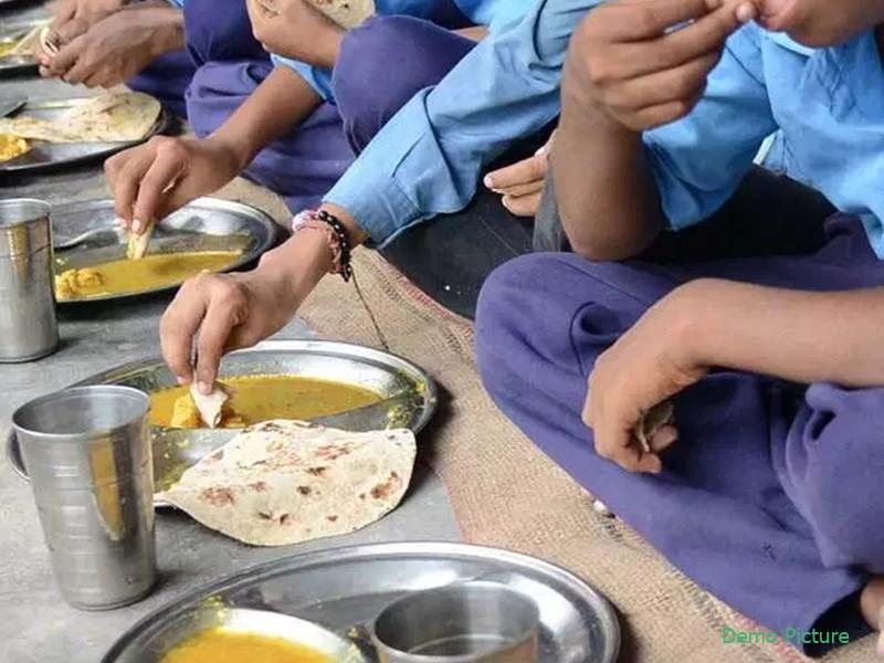 पुणे में मिड डे मील लेने के बाद 22 छात्र और 1 शिक्षक बीमार, अस्पताल में किया गया भर्ती