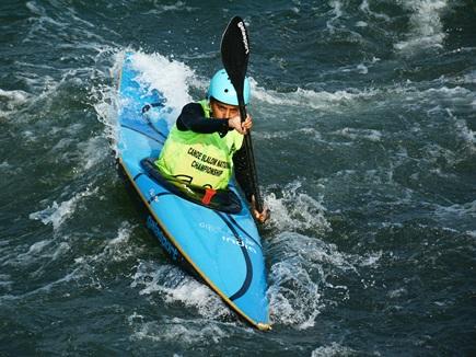 Water Sports: तेज लहरों के बीच वॉटर स्पोर्ट्स का रोमांच, फिर मेडल जीते