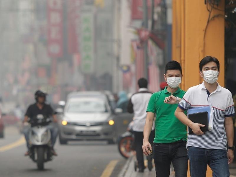 प्रदूषण को कम करने के लिए मलेशिया क्लाउड सीडिंग के जरिये कराएगा बारिश