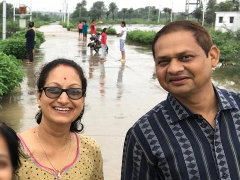 मंदसौर में बाढ़ देखने गया था प्रोफेसर का परिवार, सेल्फी के चक्कर में बहा ले गया पानी