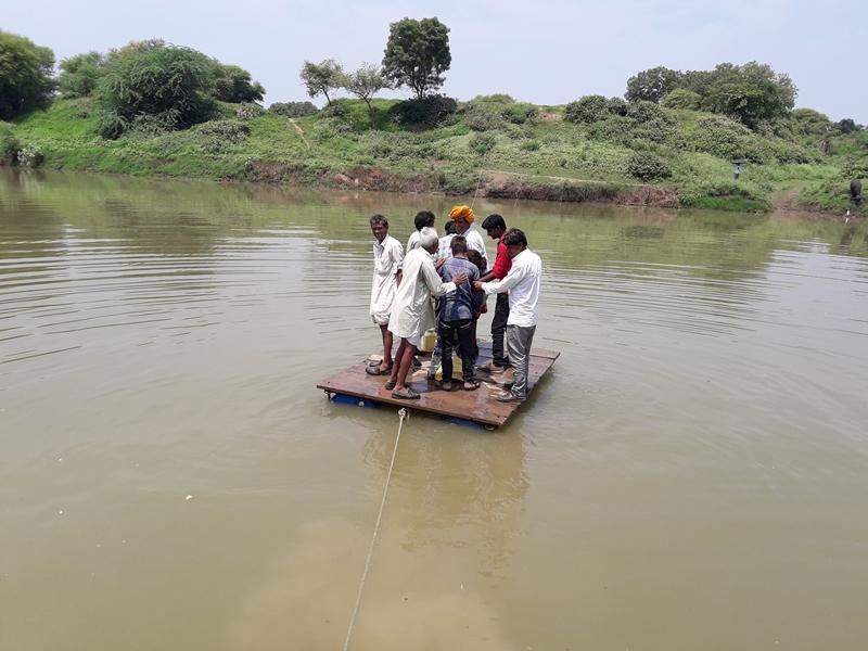 MP के इस गांव में जान जोखिम में डालकर नदी पार करते हैं लोग ! Mandsaure News
