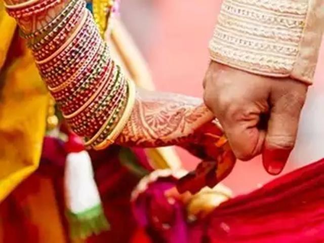 Madhya Pradesh में आदिवासी समुदाय को एकल विवाह के लिए सरकारी सहायता का मामला अधर में
