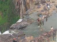 महू के पास मेहंदी कुंड में ट्रैकिंग के दौरान 90 फीट गहरी खाई में गिरने से कर्नल की मौत