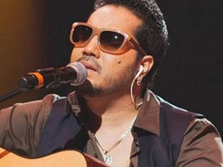 मॉडल को अश्लील तस्वीर भेजने के आरोप में गायक मीका सिंह दुबई में गिरफ्तार