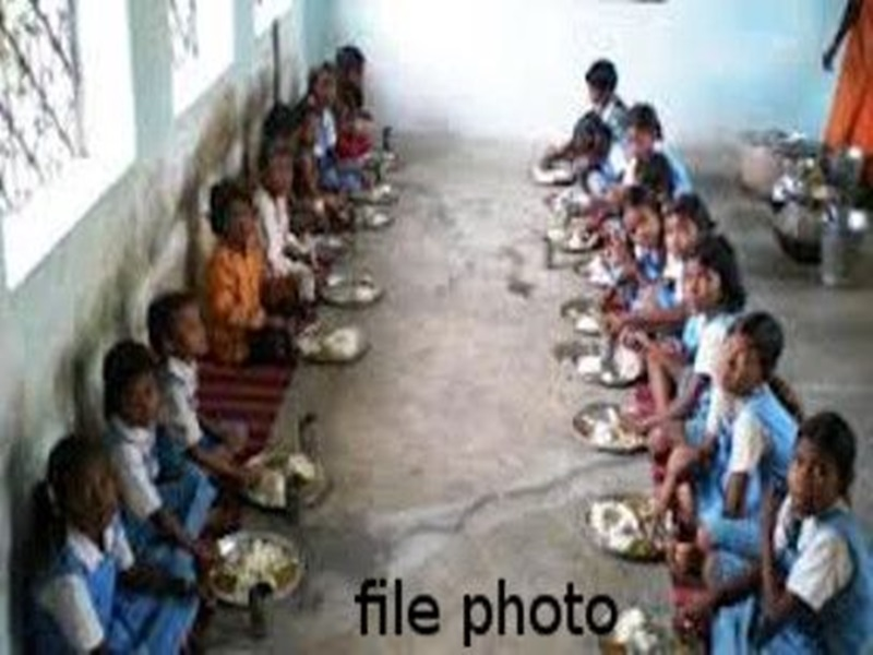Mungeli News : मध्यान्ह भोजन में मिली छिपकली, 22 बच्चे अस्पताल में भर्ती