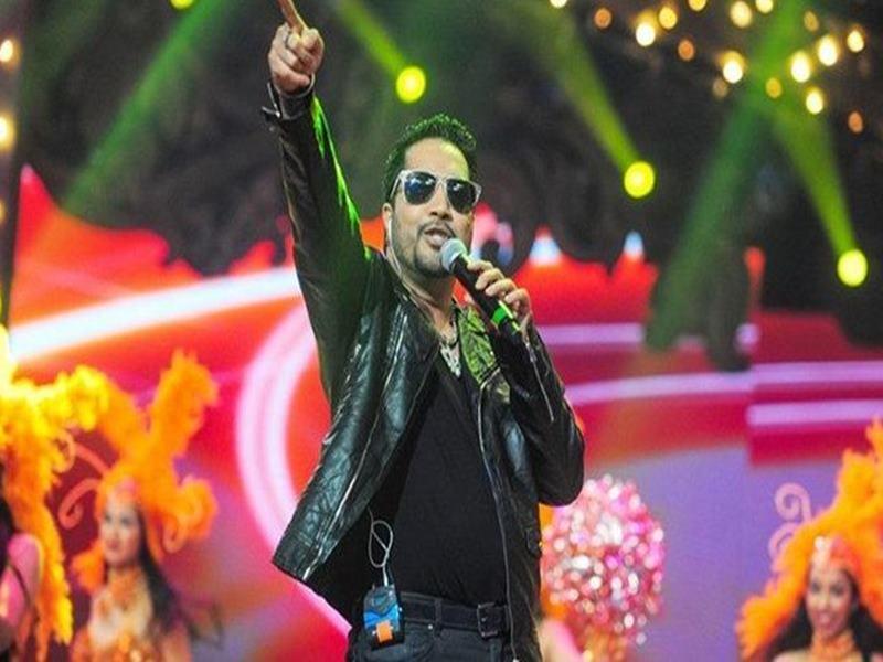 Singer Mika Singh पर AICWA का बैन, पाकिस्तान में नाचे थे मुशर्रफ के रिश्तेदार की शादी में
