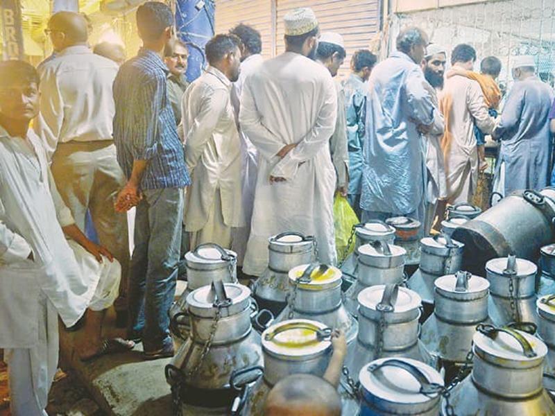 Pakistan में दूध हुआ पेट्रोल से भी महंगा, कराची समेत कई शहरों में 140 रुपये प्रति लीटर
