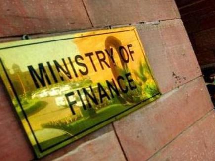 रुपये को और ज्यादा नहीं गिरने देगी सरकार, वित्त मंत्रालय के सचिव ने कहा