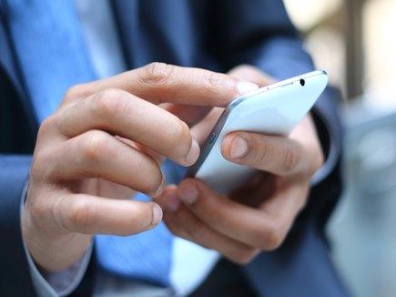 रिपोर्ट में हुआ खुलासा, मोबाइल पर सबसे ज्यादा क्या देखते हैं भारतीय