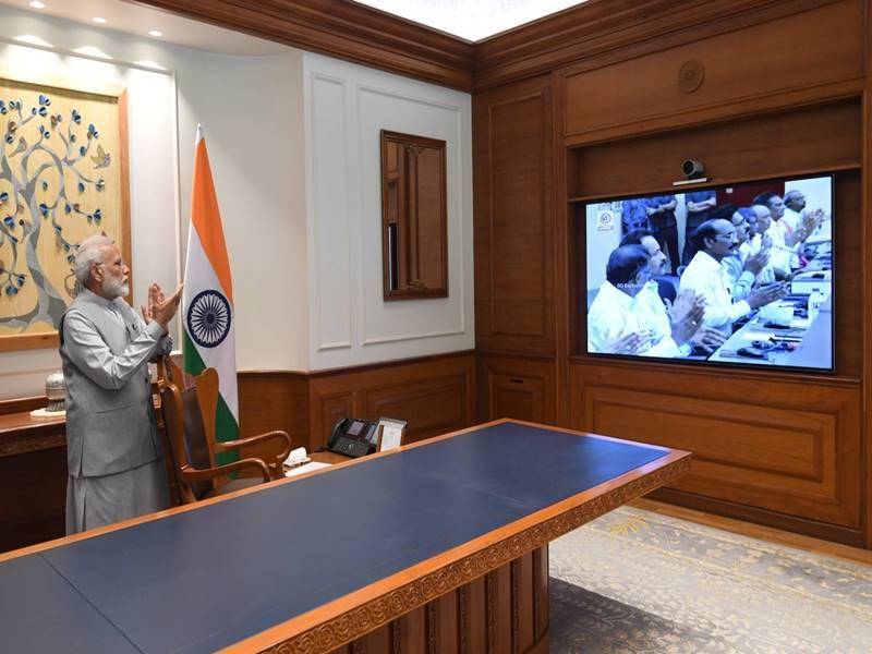 Chandrayaan-2: PM मोदी ने दफ्तर में देखा लॉन्च, कहा- गौरवशाली इतिहास में दर्ज होगा पल