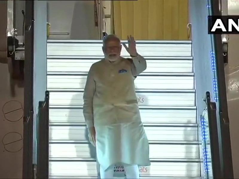 PM Modi US Visit: अमेरिका दौरे के लिए रवाना हुए पीएम मोदी, रविवार को 'हाउडी मोदी' कार्यक्रम