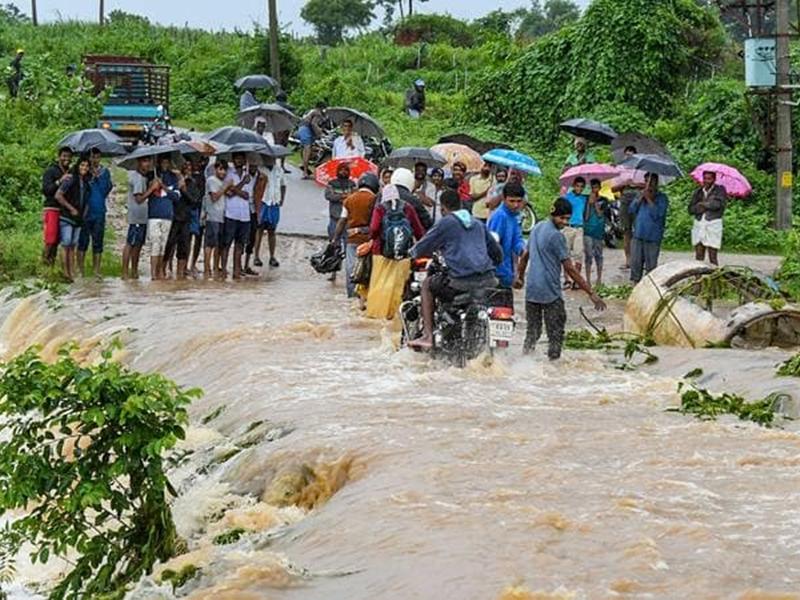 Weather Alert: केरल, महाराष्ट्र, कर्नाटक में हाहाकार, अगले 24 घंटों में इन राज्यों में भारी बारिश की चेतावनी