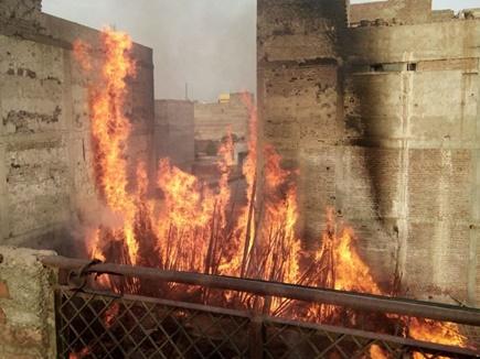 मुरैना : बांस के गोदाम में भीषण आग, जलकर खाक हुआ गोदाम