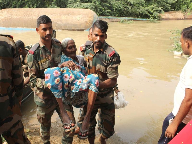 Rain in Madhya Pradesh : ग्वालियर अंचल में तीसरे दिन भी हालात सामान्य नहीं, बाढ़ में घिरे कई गांव