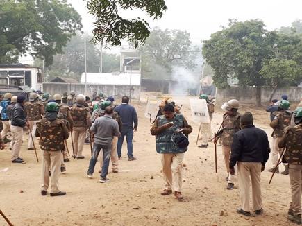मुरैना: आरोपित ने थाने में फांसी लगाई, नाराज परिजनों का पुलिस पर हमला