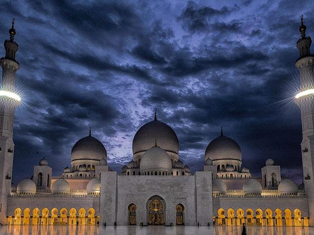 खूबसूरती का बेजोड़ नमूना, अबू धाबी की इस मस्जिद में गए मोदी