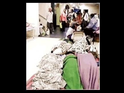 Chhattisgarh : निजी अस्पताल की करतूत, मोतियाबिंद मरीजों को जमीन पर लिटाया