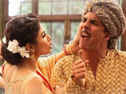 Video : 'गोल्ड' के नए गाने में अक्षय कुमार से चिढ़ गई मौनी रॉय