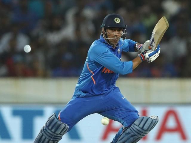 Ind vs Aus: धोनी का कमाल, दिग्गज बल्लेबाजों के ग्रुप में हुए शामिल