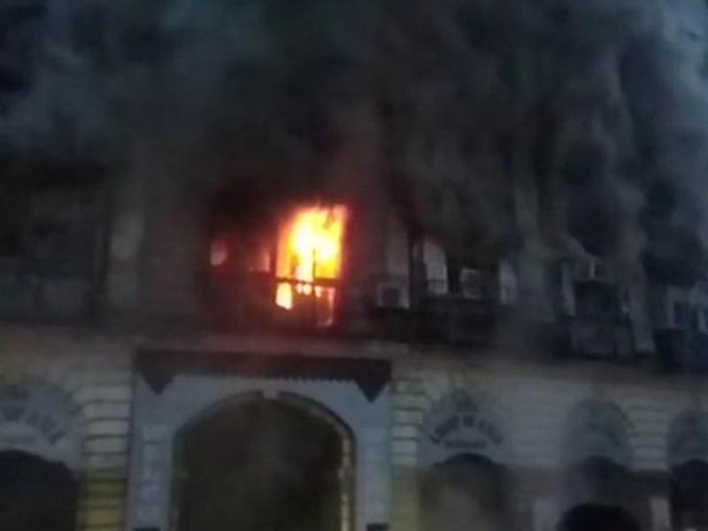 Mumbai Fire : चार मंजिला इमारत में आग लगी, तीन दमकल कर्मी घायल