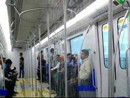 मुंबई : पहली ही बारिश में मेट्रो हुई 'पानी-पानी'