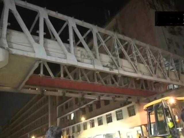 CST Foot Overbridge collapse: मलबे में दबी टैक्सी से सलामत निकले ड्राइवर और महिला यात्री