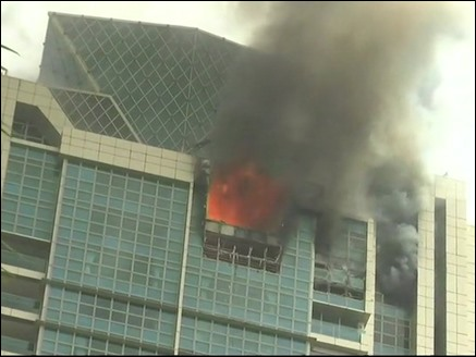 मुंबई : बहुमंजिला इमारत में लगी भीषण आग, इसी में रहती हैं बॉलीवुड एक्ट्रेस दीपिका