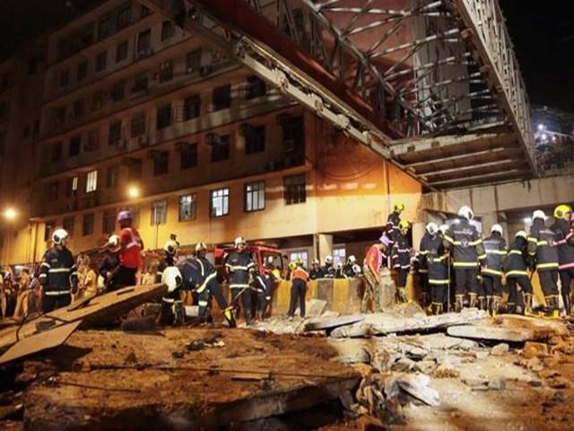 CST Bridge Collapse: मुंबई पुल हादसे में बड़ी कार्रवाई, दो अफसर निलंबित