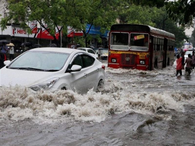 मुंबई में भारी बारिश की चेतावनी को लेकर जारी किया रेड अलर्ट, सभी स्कूल कॉलेज बंद