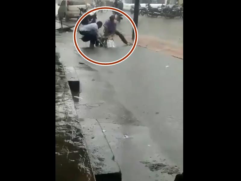 Mumbai Rain: मैनहोल में डूबती बाइक का वीडियो चेंबूर नहीं, महाराष्ट्र के जालना का निकला
