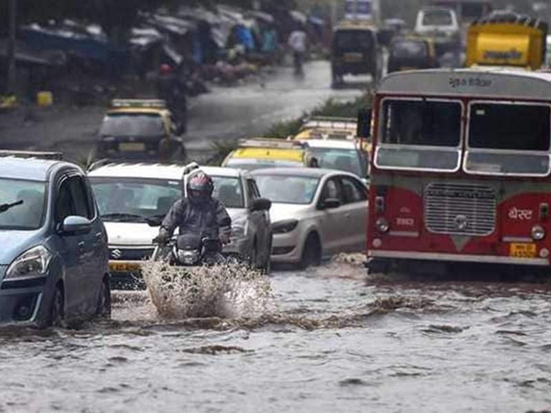 Mumbai Rains: मुंबई में बारिश से जनजीवन अस्त-व्यस्त, आज भी भारी बारिश का अलर्ट