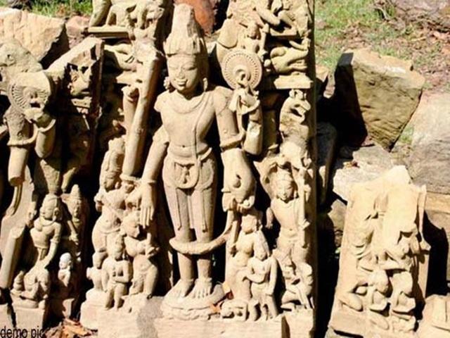 Chhattisgarh : इस गांव में लावारिस पड़ी है 11वीं सदी की मूर्तियां