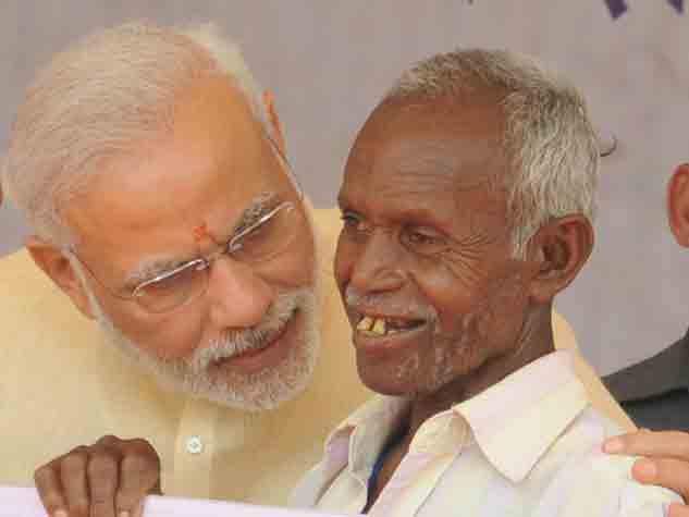 दंतेवाड़ा में नजर आई प्रधानमंत्री नरेंद्र मोदी की अलग-अलग मुद्रा
