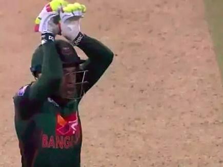VIDEO: मैच जीतने का ऐसा जश्न, यह खिलाड़ी मैदान पर ही करने लगा नागिन डांस