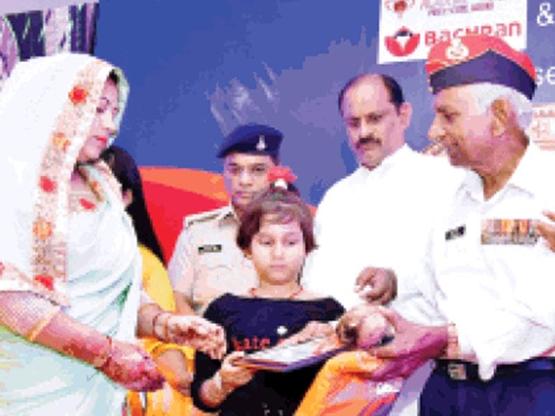 पहली बार मुरैना में एक साथ 33 वीर नारियों का नईदुनिया ने किया सम्मान