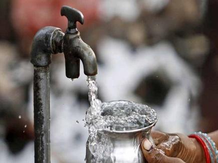 आलेख : हर घर को नल से जल का कठिन लक्ष्य - संजय गुप्त