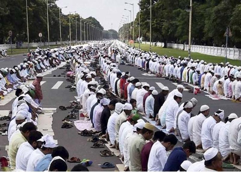 Uttar Pradesh में अब नहीं होगी खुले में नमाज, जिला प्रशासन से लेना होगी अनुमति