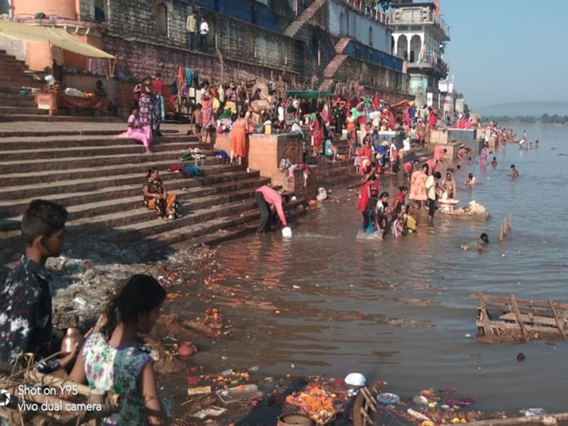 Hoshangabad News : नर्मदा नदी के घाट पर आचमन के लायक भी नहीं बचा जल