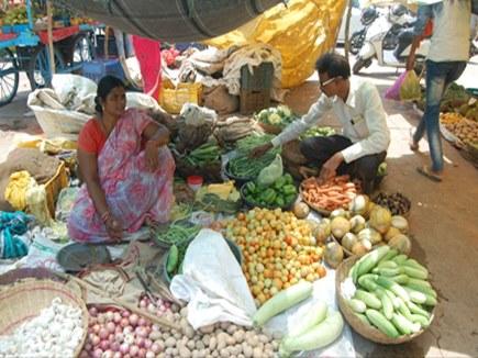 किसान आंदोलन : नरसिंहपुर में फल, सब्जी की आवक पर नहीं पड़ा असर