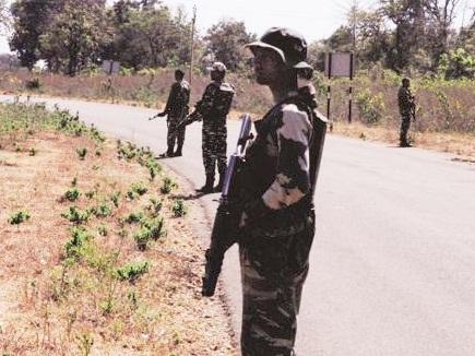 1500 जवानों की सुरक्षा में बन रही नक्सलगढ़ की 10 किमी सड़क