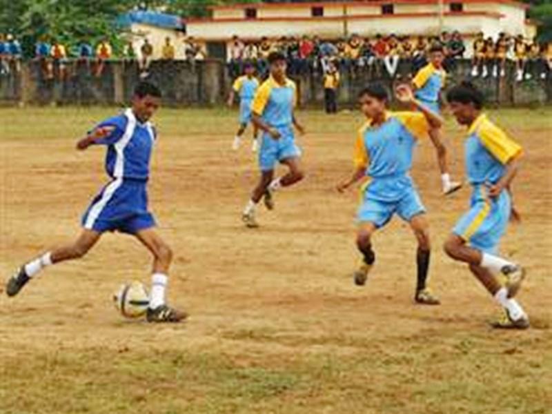 छत्तीसगढ़ : नक्सलगढ़ के बच्चे गोलियां नहीं, दनादन दागते हैं गोल