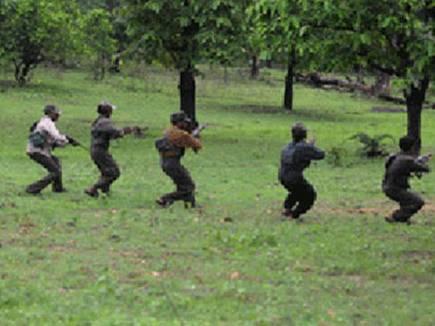 नक्सलियों ने ग्रामीण को फांसी पर लटकाया, परिजनों को गांव से भगाया