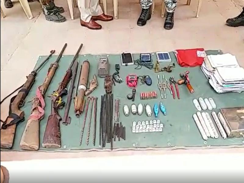 गरियाबंदः  नक्सलियों ने जंगल में छिपा रखे थे हथियार, पुलिस ने किए जब्त