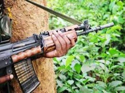 सुकमा क्षेत्र में एक लाख के तीन इनामी सहित सात नक्सली गिरफ्तार