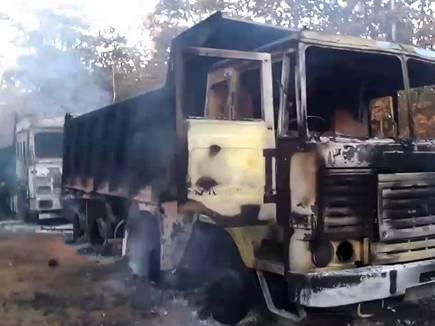 बलरामपुर जिले में नक्सलियों का उत्पात, वाहन जलाए