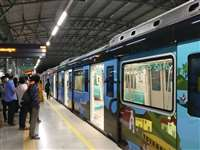 Delhi Metro:  दिल्ली मेट्रो के 5 स्टेशनों के गेट फिर से खोल दिए गए हैं, भारी भीड़ की वजह से किए गए थे बंद