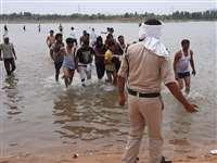 Madhya Pradesh News : नर्मदा नदी में डूबने से चार लोगों की मौत, एक को बचाया